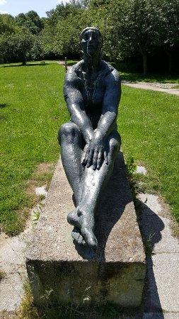 """Skulptur """"Grosse Sitzende"""""""