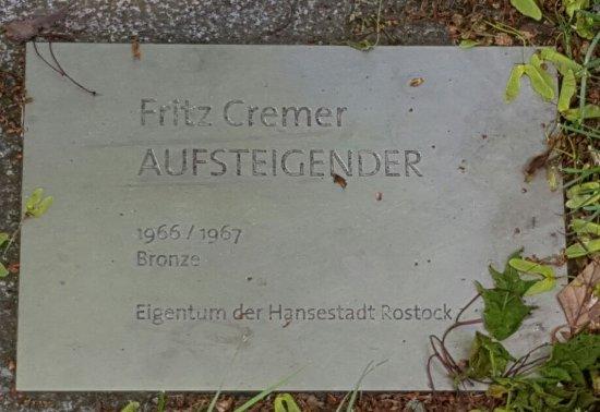 """Skulptur """"Aufsteigender"""""""