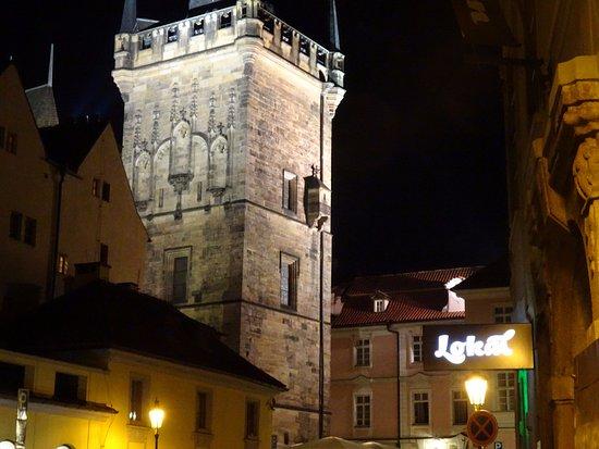 โลคอล อินน์: View from front of Lokal Inn