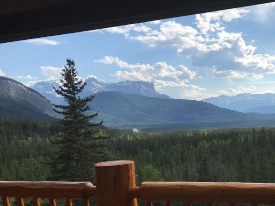 Overlander Mountain Lodge: Mountain view