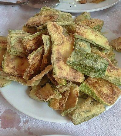 Paiania, Grecia: τηγανητα κ τραγανα κολοκυθακια