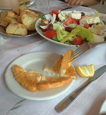 Paiania, Grecia: σαγανακι κ χωριατικη σαλατα