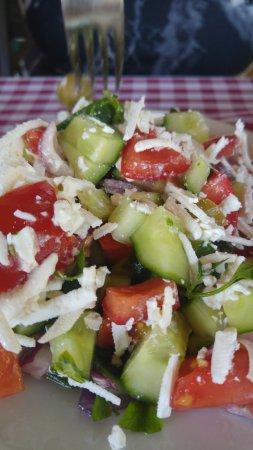 Leányfalu, Magyarország: Görög saláta