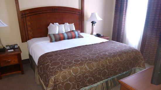 Staybridge Suites Reno Nevada: Msster Bedroom
