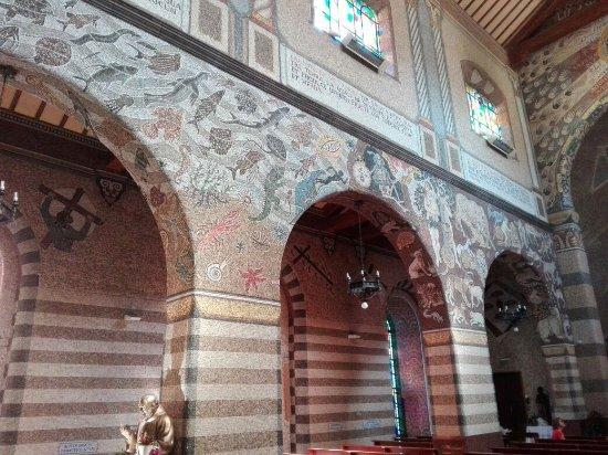 Chiesa parrocchiale di Regina Pacis