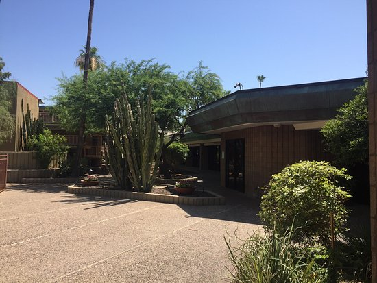 DoubleTree by Hilton Hotel Phoenix Tempe | 2100 South Priest Drive, Tempe, AZ, 85282 | +1 (480) 967-1441