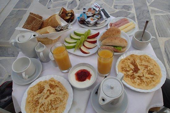 Roussos Beach Hotel: Le petit déjeuner