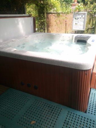 Wood Fen Lodge: The outdoor hot tub, among the wildlife
