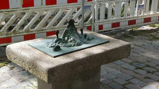 """Skulptur """"Insel der Frauen"""""""