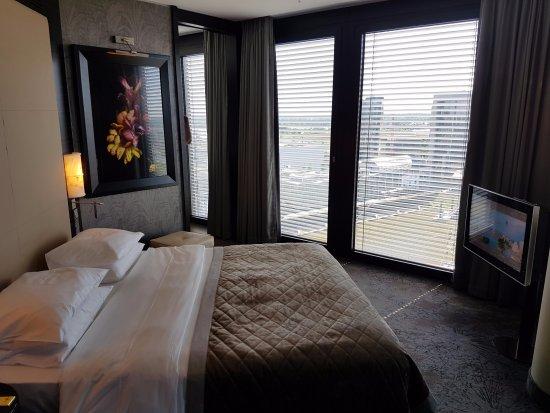 Hyatt Regency Dusseldorf: Regency Suite Schlafzimmer.