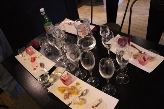 Au 36 : Tasting of local specialties with champagne