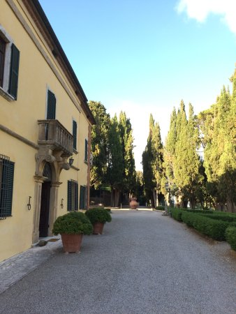 Main building of Villa Poggiano looking toward entry gates