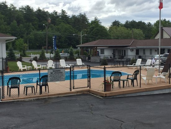 Blue Moon Motel: Adirondack charm with a warm and welcoming proprietor!
