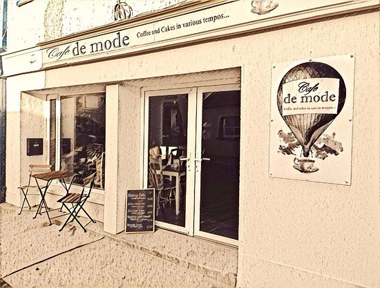 Ballon, İrlanda: Cafe de mode outside with our great signage.