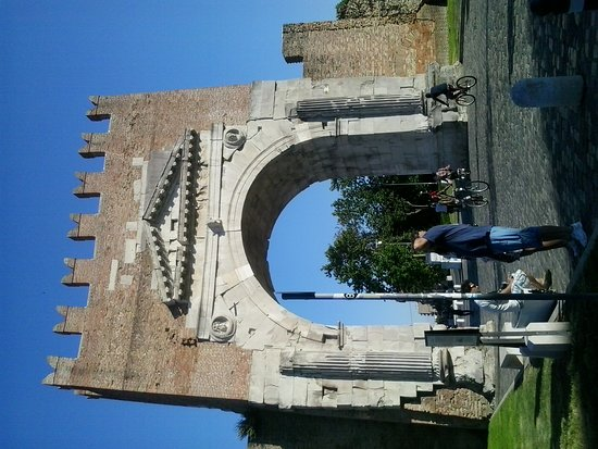 Arco d'Augusto: 20170602_182634_large.jpg