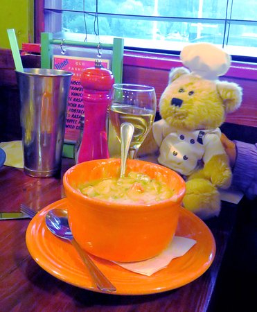 Little Fort, Canada: Our traveling bear Chef (Urs Oooops) had to experience this
