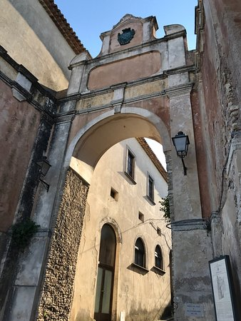 Gerace il borgo le porte le chiese picture of for Porte 12 tripadvisor