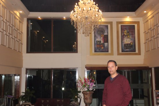Country Inn & Suites by Carlson Mussoorie: Front lobby