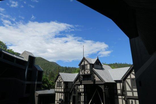 Oregon Shakespeare Festival: Outdoor Elizabethan Theatre. It seats 1,190 people.