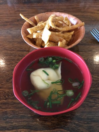 Rockledge, FL: Lunch: wonton soup & Kung Pao Chicken lunch combination
