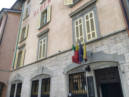 Petronilla Hotel: ingangsparti