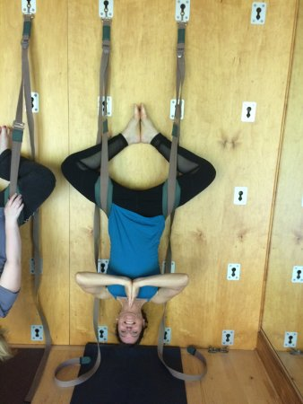 The Lodge at Woodloch: Wall Yoga