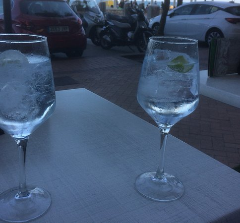 Sol y Mar Cafe : Gin and tonic