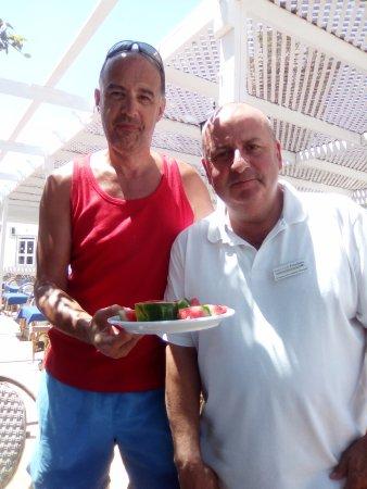 Hotel Club President: 1er jour des pastèques...avec le directeur.