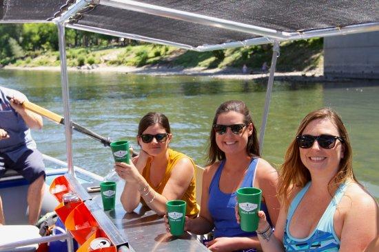Grants Pass, OR: Travelers enjoying The Paddled Pub