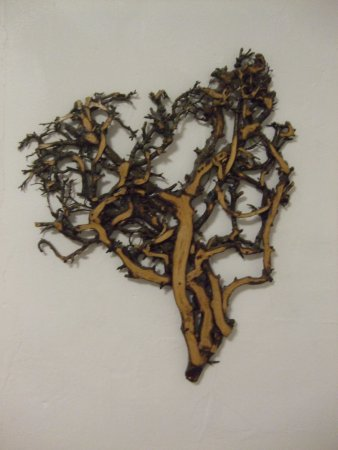 Distington, UK: Carved wooden wall hanging in Wooden room bathroom