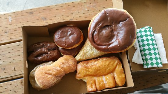 Big Dog Donuts & Deli : variety pack for vacation