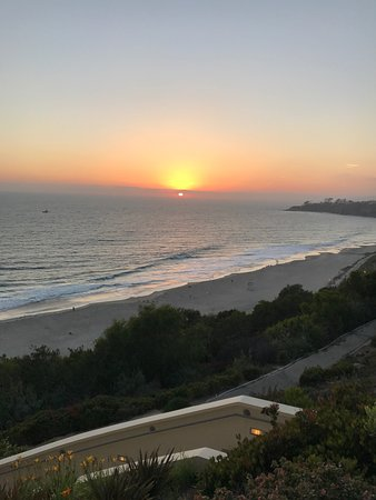 The Ritz-Carlton, Laguna Niguel: Beautiful property, rabbits meander, property sits atop a picturesque view of the incessant view