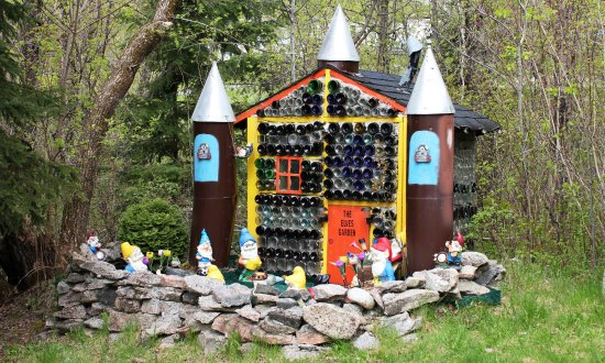 Redditt Bottle House