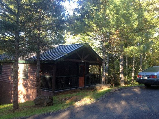 Point Lookout Resort: The delightful cabin we stayed in.