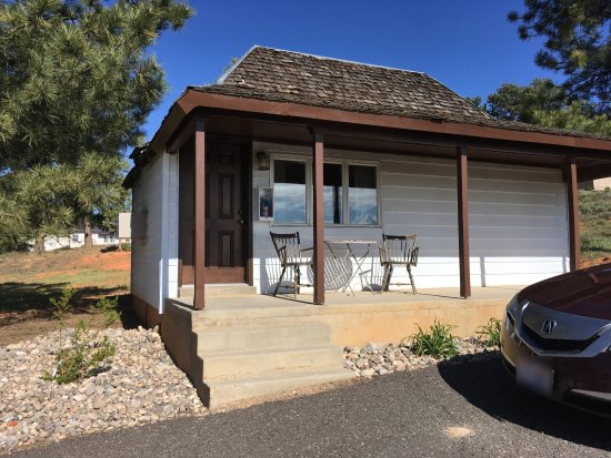 Bryce Canyon Pines: One of the detached cottages.
