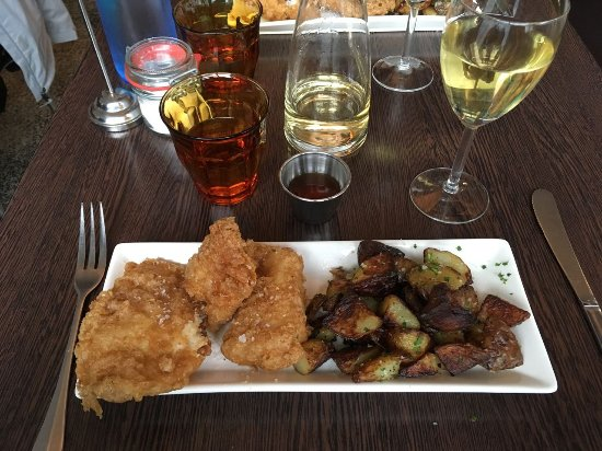 Icelandic Fish & Chips: Fried cod and potatoes