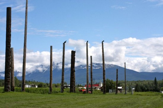 New Hazelton, Kanada: The standing totem poles in Kispiox Village