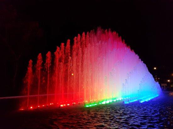fuentes con luces : fotografía de Circuito Magico del Agua, Lima ...