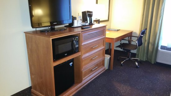 Inver Grove Heights, MN: There are USB plugs in the work area. Nice coffee maker too