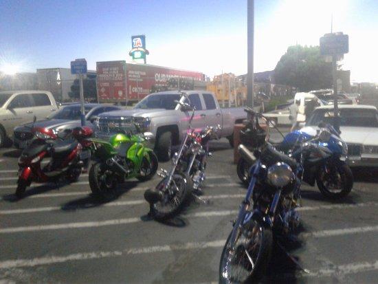 Western Village Inn & Casino: Bad motorcycle parking