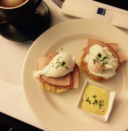 Novotel Sydney Rooty Hill: Room service breakfast