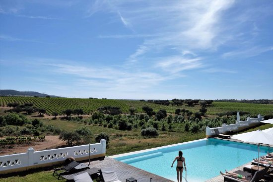 Herdade do Sobroso: Beautiful pool area.