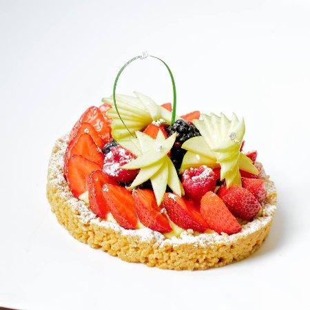 Lovadina, Italië: crostata crumbe con crema pasticcera e frutta fresca
