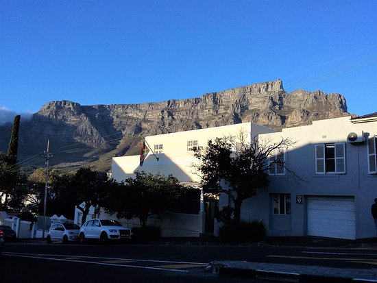 Liberty Lodge: Table Mountain in the background