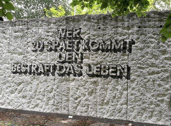 Weise Sprüche Picture Of Parlament Der Baume Gegen Krieg