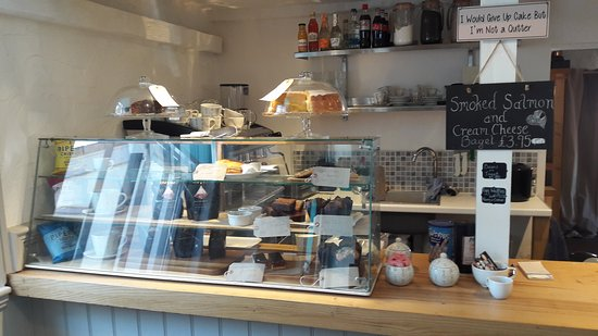 Stradbroke, UK: Interesting crafts and antiques with the bonus of a lovely cafe.