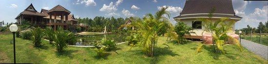 Sawang Daen Din, Thailandia: Panorama photo, natural swimming pool and Villa Kwai