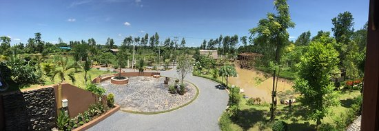 Sawang Daen Din, Thailand: Panorama photo of our driveway, terrace-circel, parking area. Note the construction ongoing on r