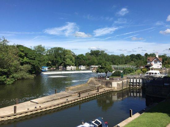 Goring-on Thames, UK: photo1.jpg