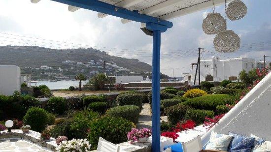 Hotel Erato: Vista su Ornos Beach da terrazza Erato Hotel